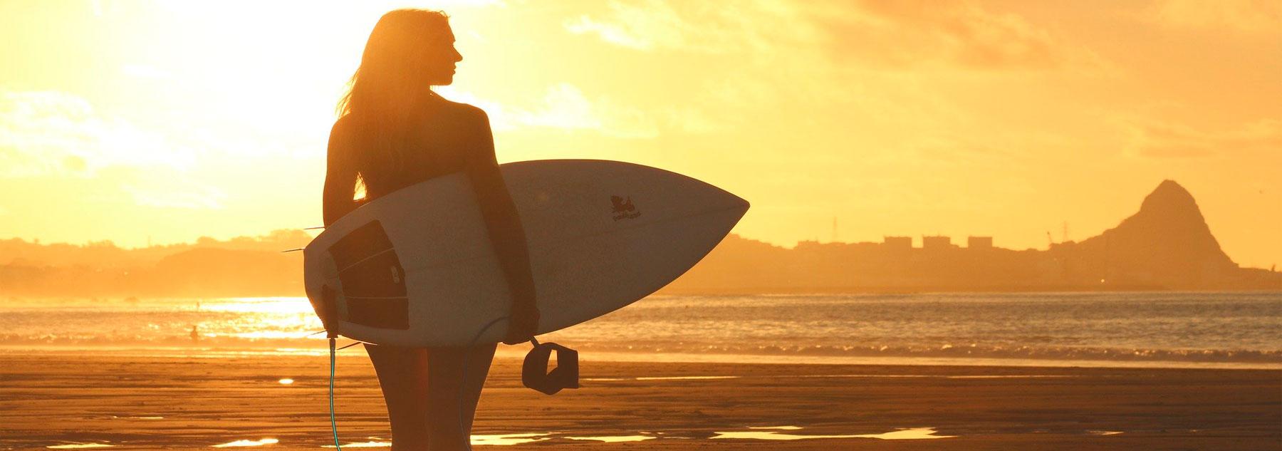 Camisetas estampadas mujer haciendo surf